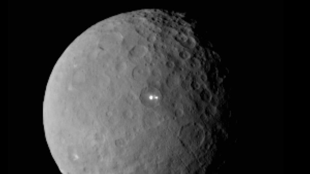 The-Mysterious-Bright-Spots-on-Ceres-Astonish-Scientists